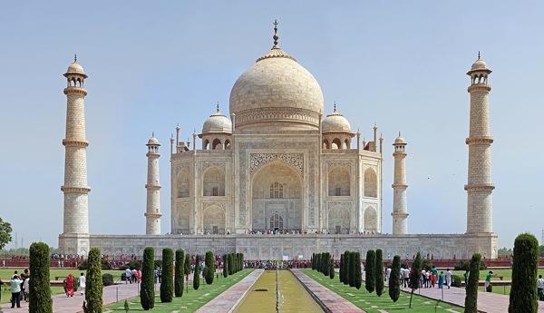 1024px Taj Mahal 2012