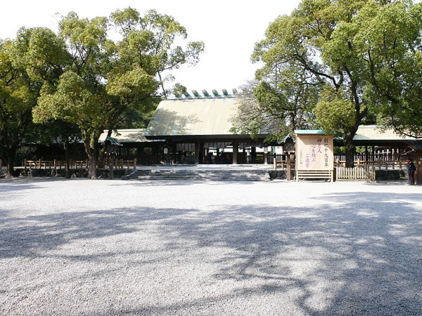 800px Atsuta Shrine 01