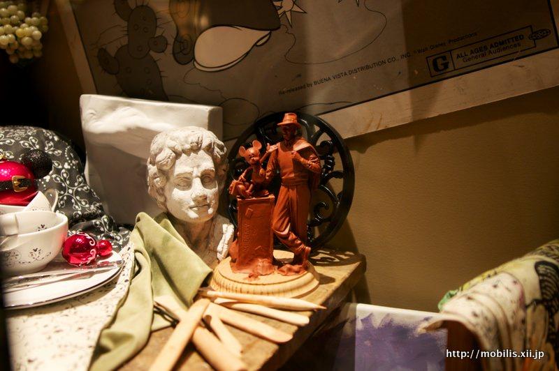 ストーリーテラーズ像のミニチュア