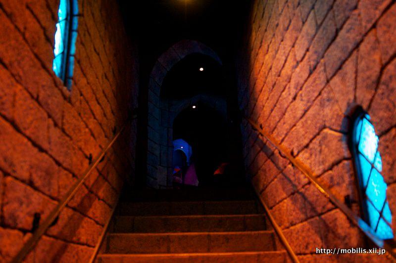 眠れる森の城の中の階段