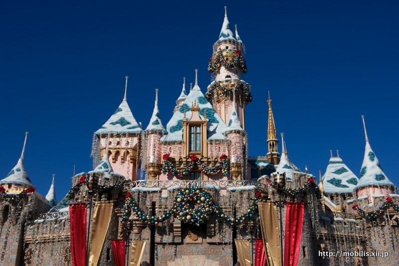 雪でデコレーションされたお城