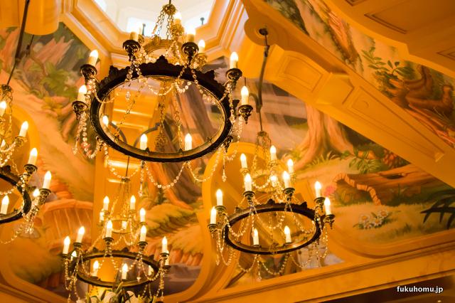 白雪姫の森が描かれた天井