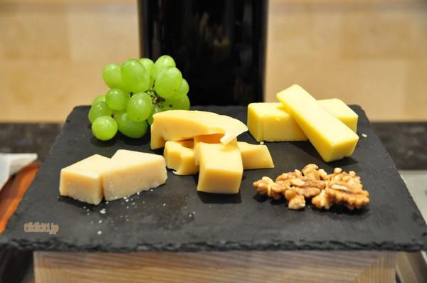 チーズの種類も、それに合わせるものも充実!