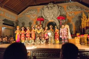 【バリ旅行記】夜のウブドに繰り出そう! 伝統芸能も気軽に楽しめるウブド…(神々の島 バリ島に魅せられ...